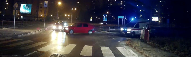 Vodič zavadzal prechodu sanitky - dostal odmenu
